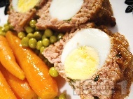 КЛОПС - месно телешко руло с варени яйца на фурна